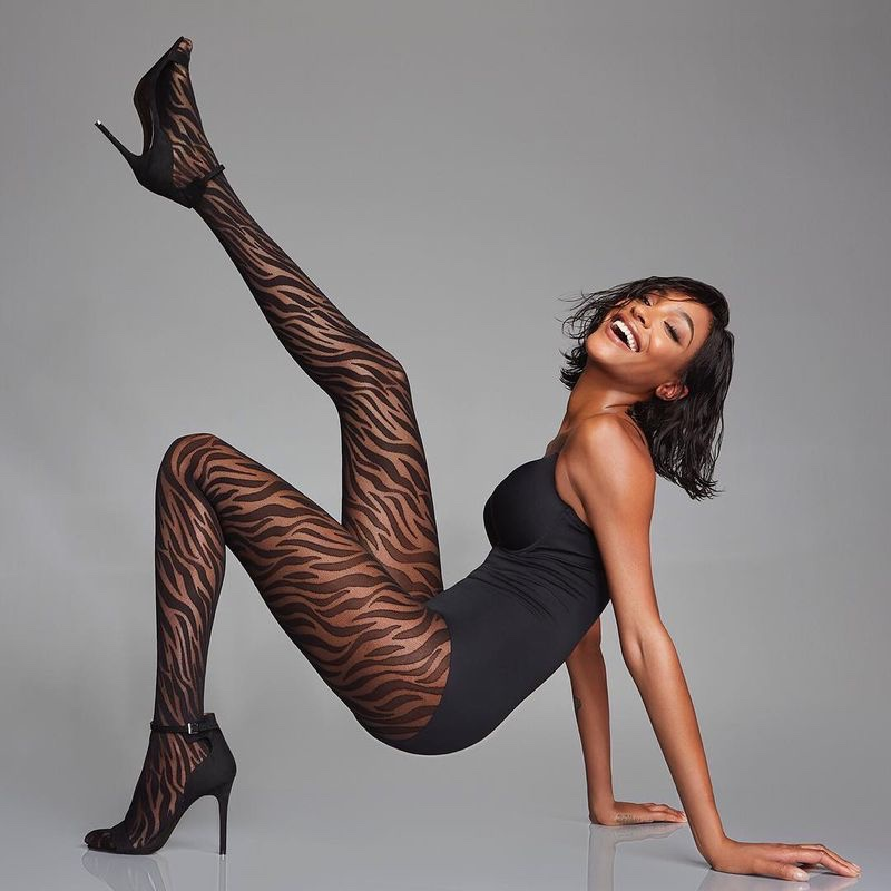 Flaunting her legs, Jourdan Dunn appears in Calzedonia fall-winter 2018 campaign