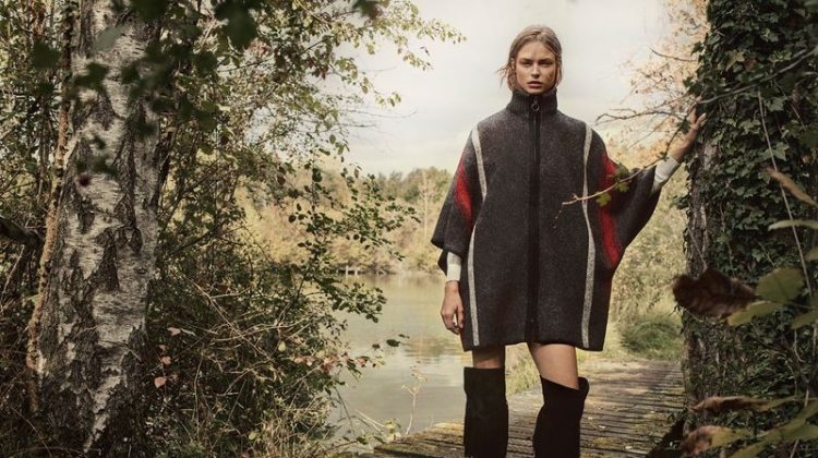Birgit Kos poses in Massimo Dutti cape from the Winter Horizons 2018 collection