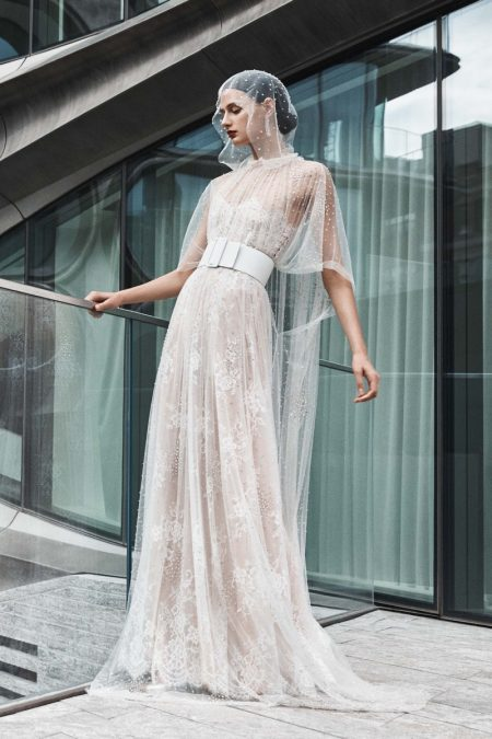 Naeem Khan Bridal's Fall 2019 Line Features Sleek Designs
