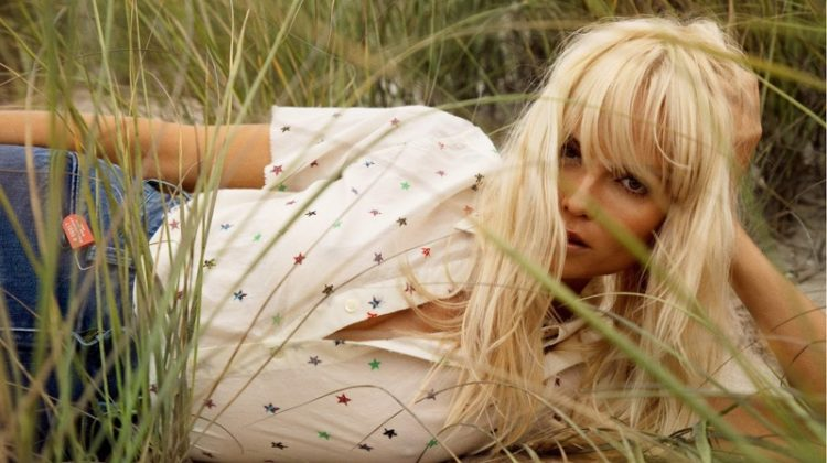 Natasha Poly Delivers Seventies Fashion in Vogue Paris