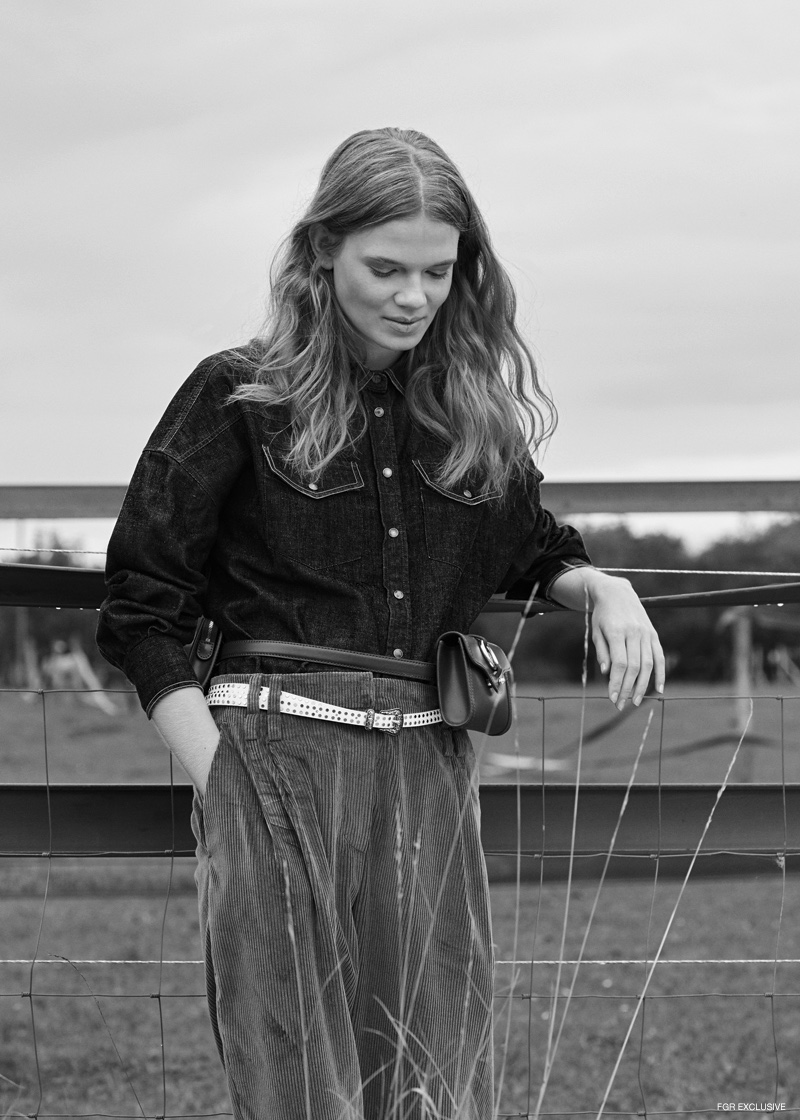 Cardigan, Denim Shirt and Trousers Brunello Cuccinelli, Belt Zadig & Voltaire, Bag Aigner and Booties Emporio Armani. Photo: Johannes Graf