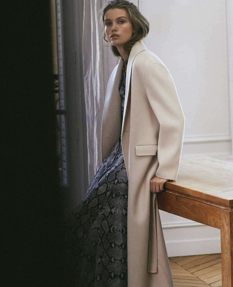 Spanish fashion brand Massimo Dutti features chic outerwear from fall-winter 2018 collection