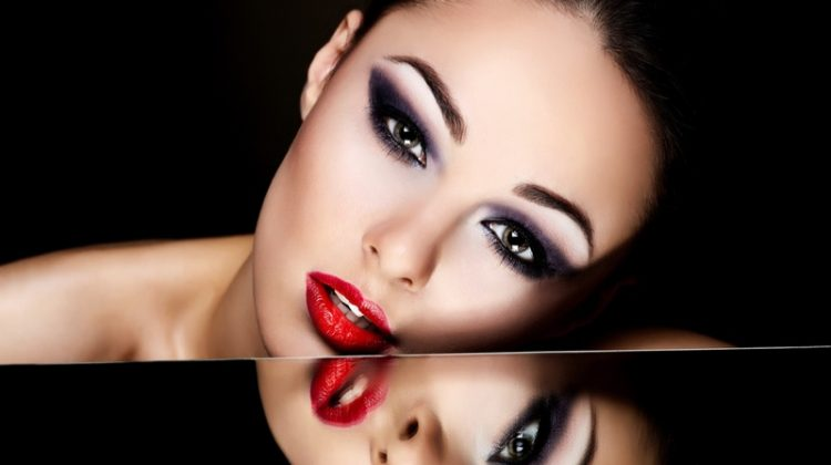 Model Makeup Glamour Red Lips Smokey Eyeshadow