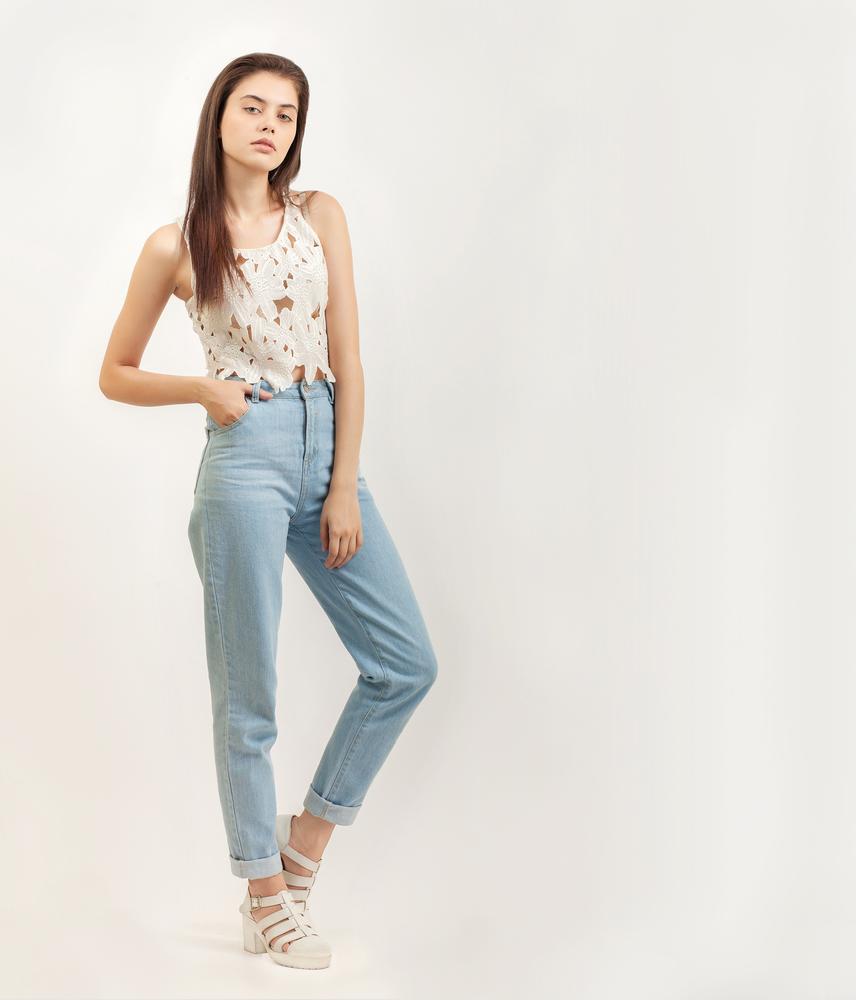 Model Natural Jeans Pose