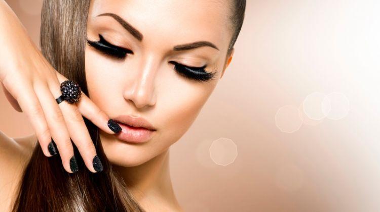Model Ponytail Eyelashes Beauty