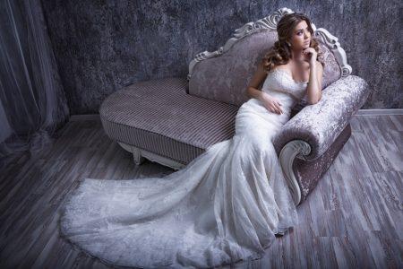Model Wedding Dress Mermaid Silhouette