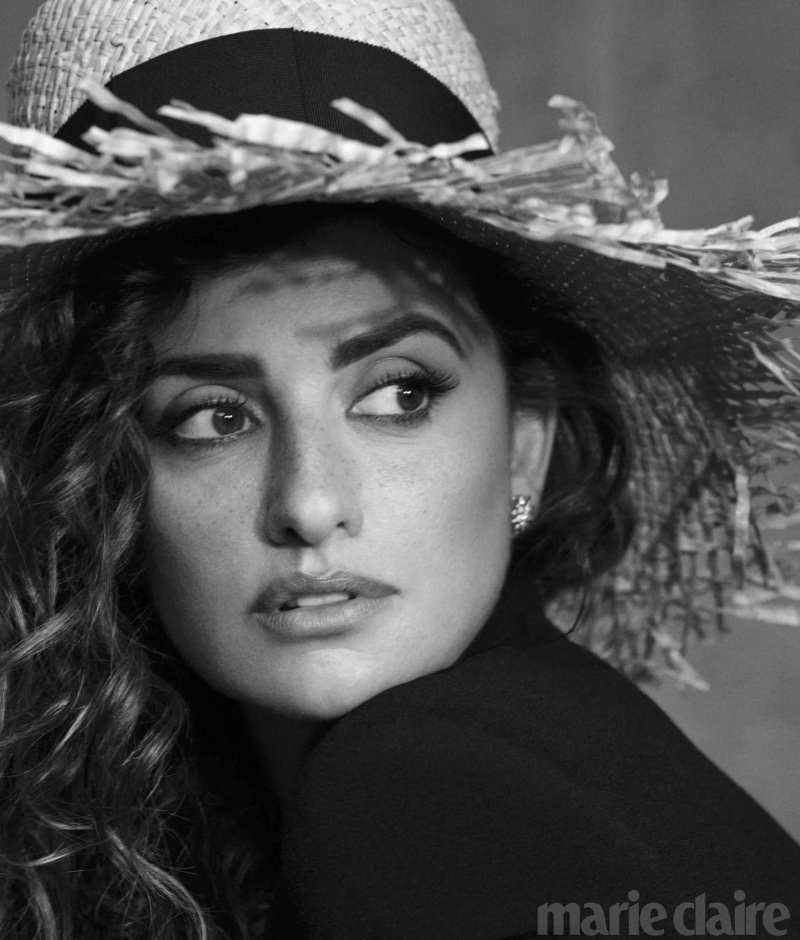 Ready for her closeup, Penelope Cruz wears straw hat