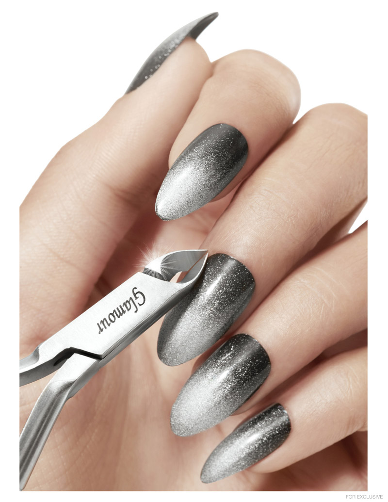 Static Nail with Liquid Mirror and Platinum Silver by Chanel, Tool Glamour by Japonesque Pro. Photo: Wendy Hope