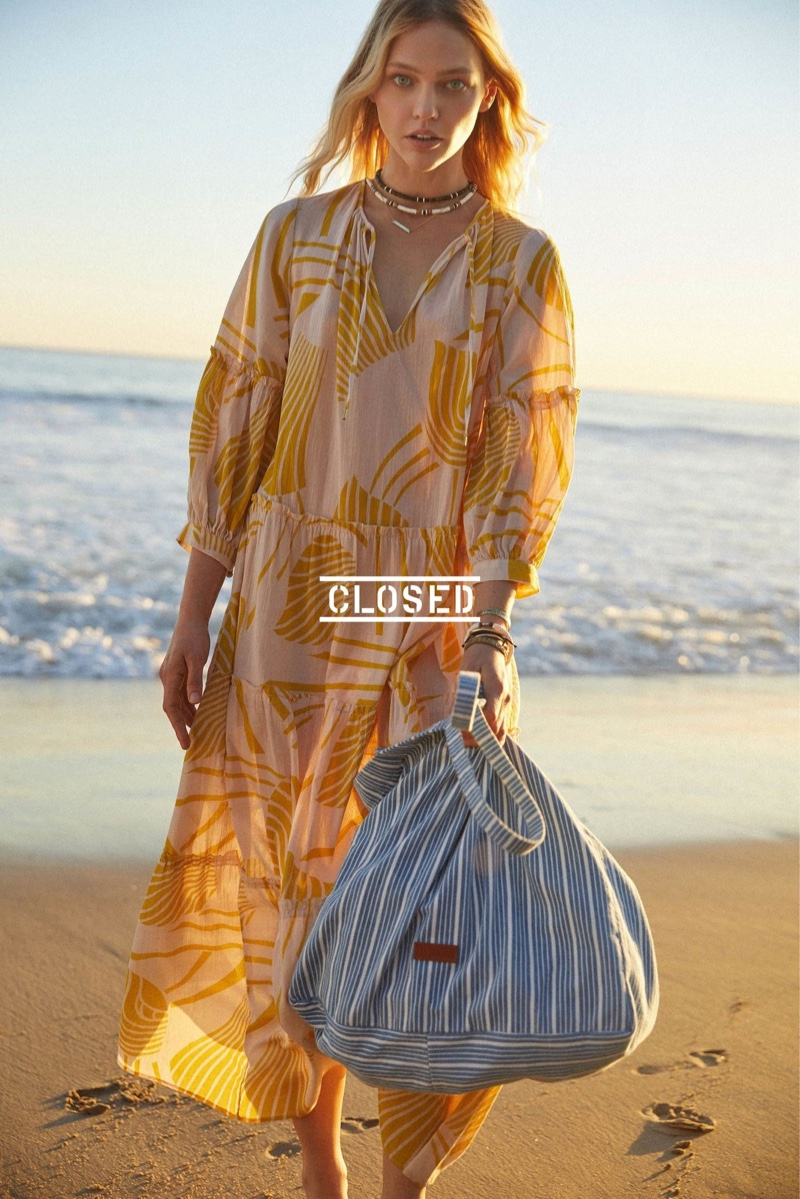 Closed heads to the beach for spring-summer 2019 campaign
