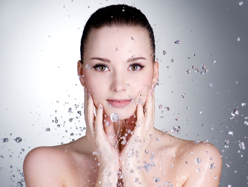Model Clear Skin with Splashing Water