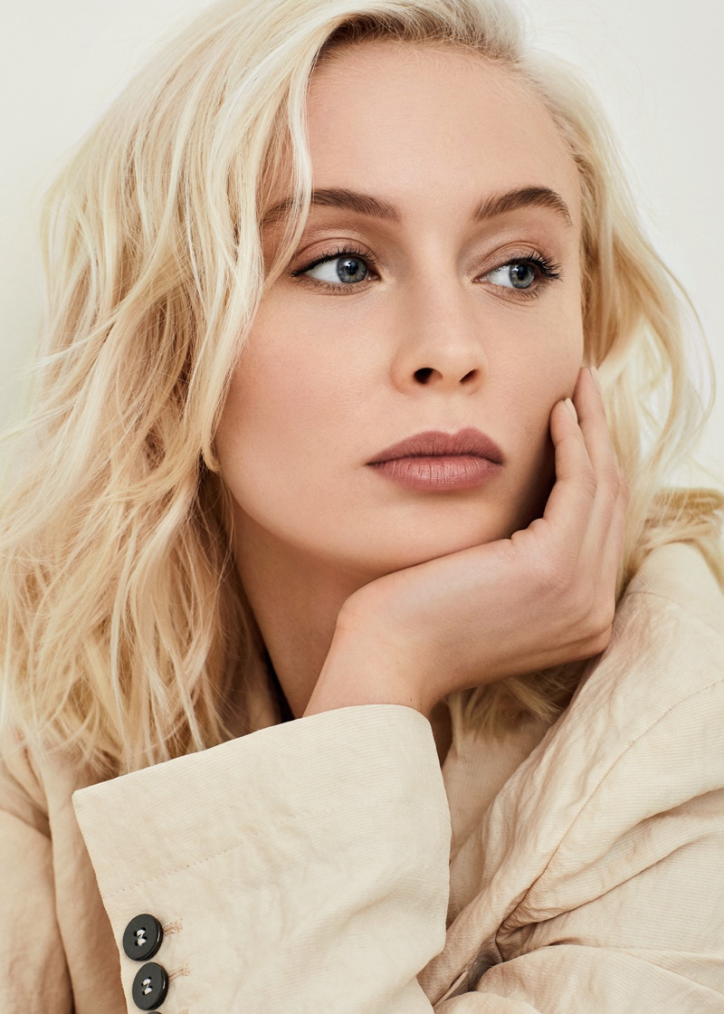 Singer Lara Larsson shows off a wavy hairstyle