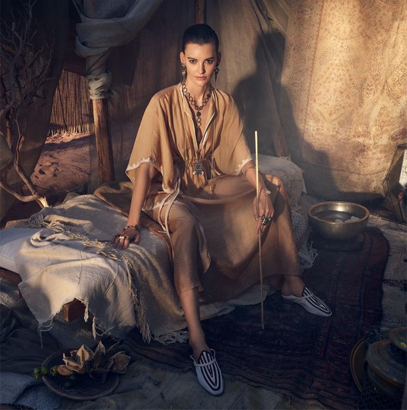 Amanda Murphy fronts Zara spring-summer 2019 campaign