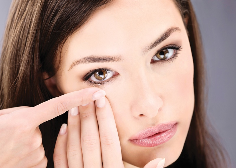 Can You Take a Shower in Contact Lenses? | Fashion Gone Rogue