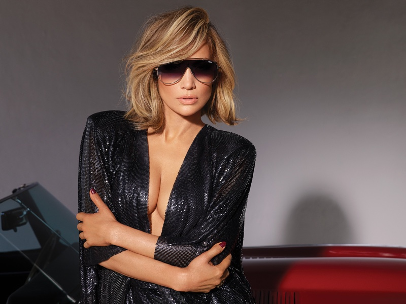 Jennifer Lopez models El Dinero sunglasses from Quay Australia
