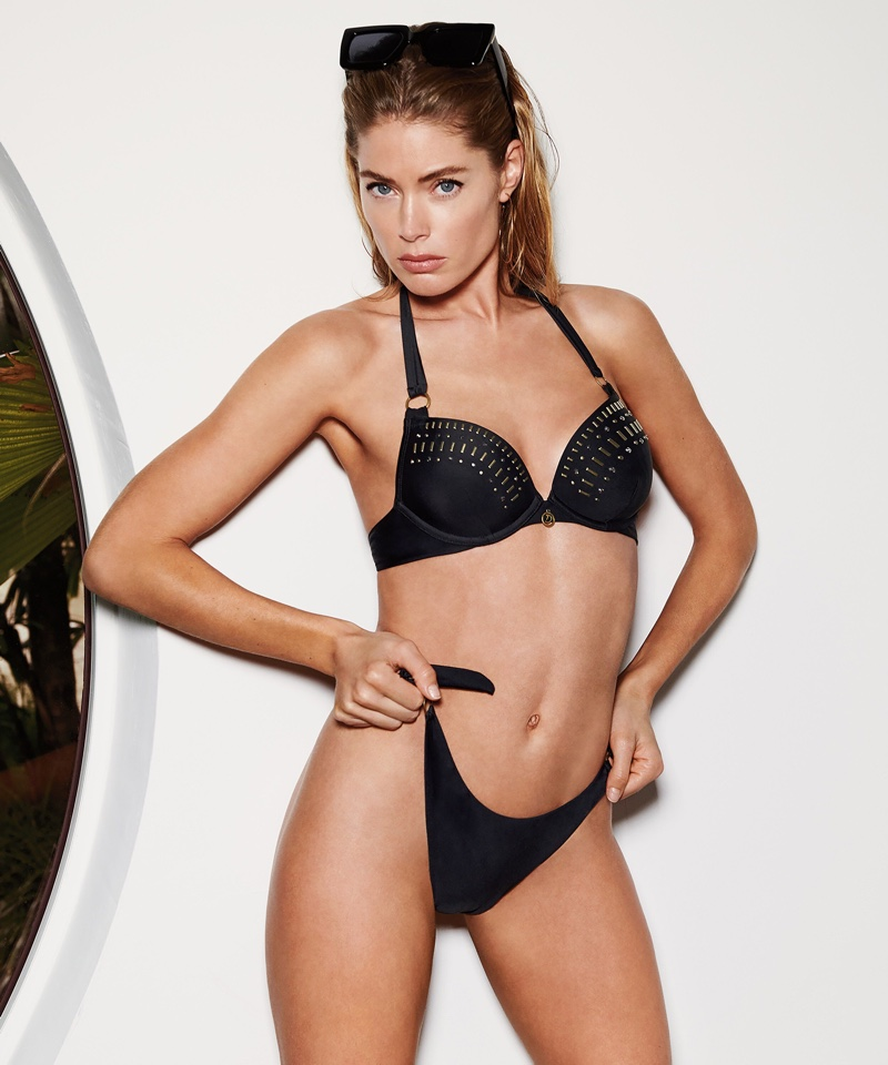 Showing off her figure, Doutzen Kroes wears black bikini from Hunkemoller