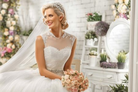 Fashion Model Wedding Dress Glam Flower Bouquet