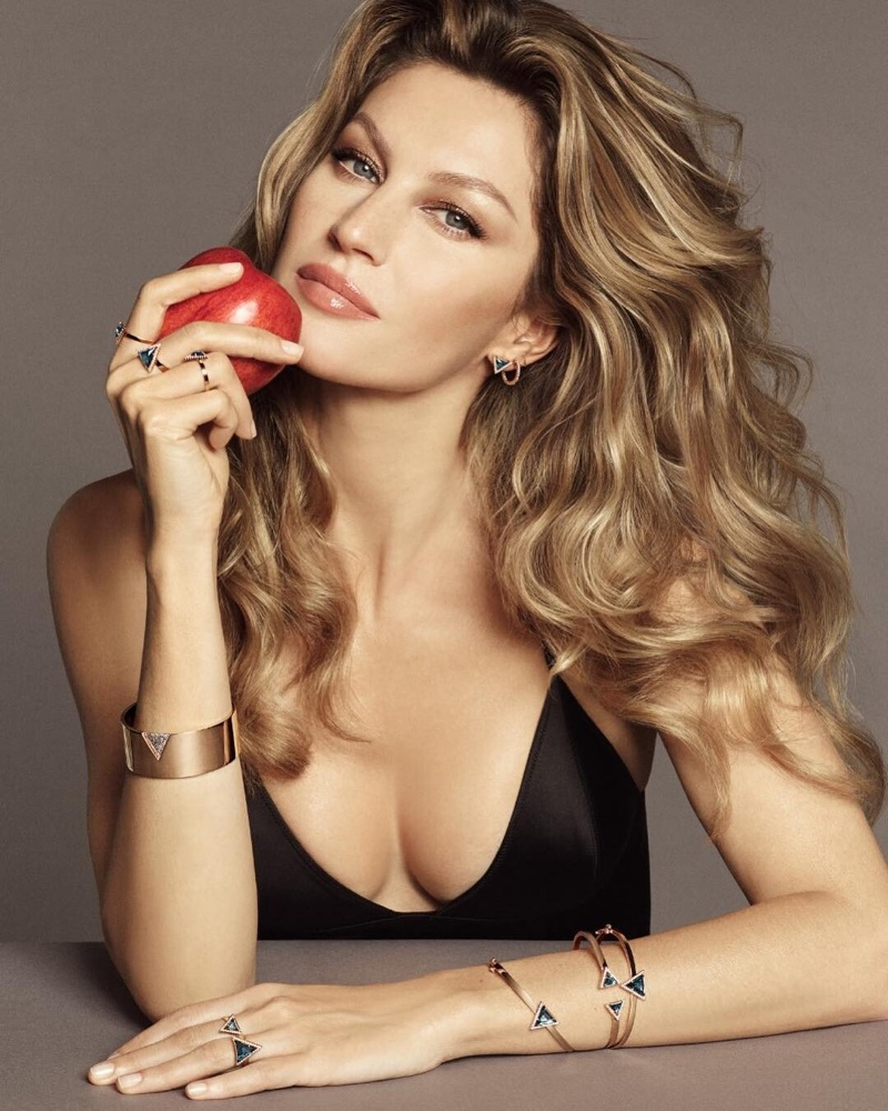 Posing with an apple, Gisele Bundchen fronts Vivara Eccellenza campaign