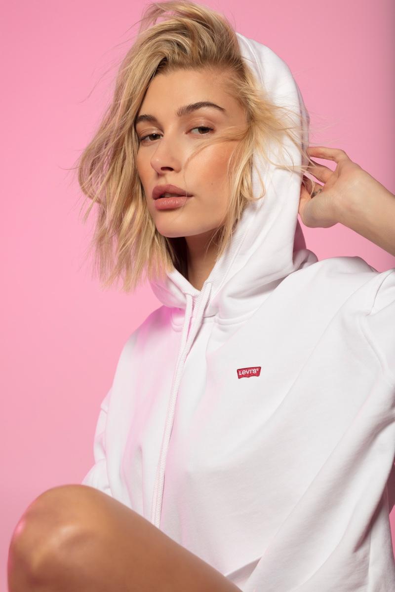 Model Hailey Baldwin wears hoodie from Levi's
