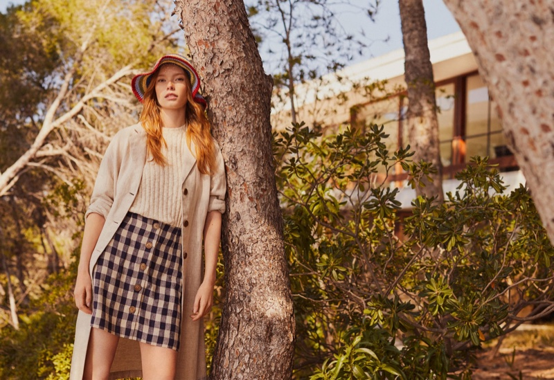Julia Hafstrom wears Mango's spring linen pieces