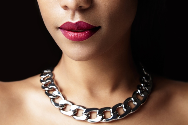 Silver Necklace Model Red Lips