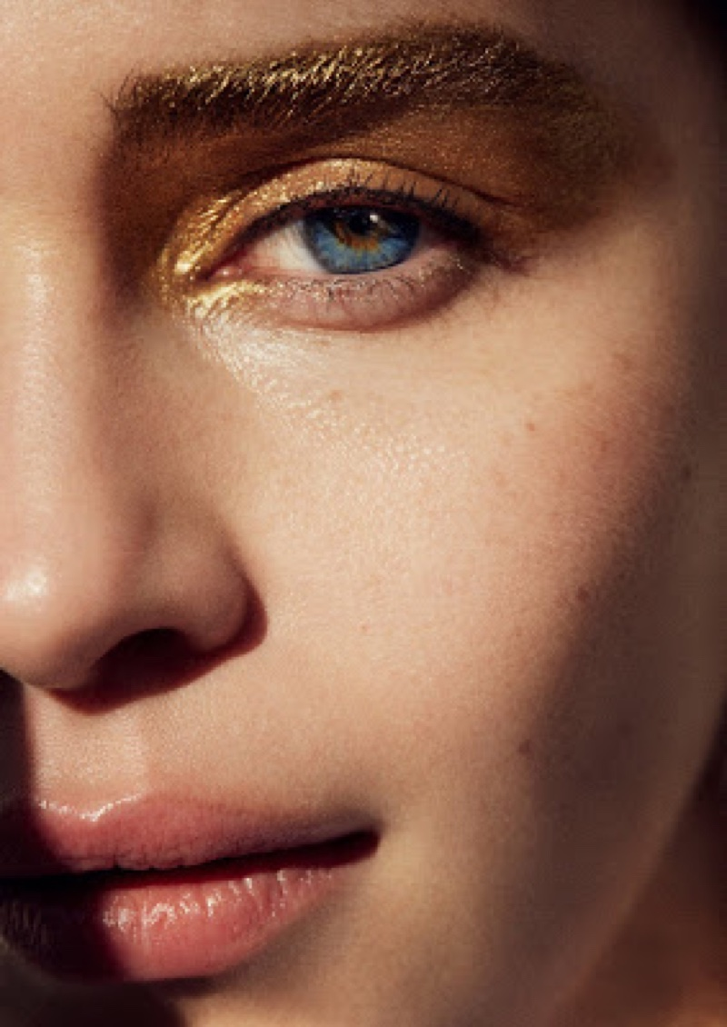 Wearing a gold beauty look, Emilia Clarke stuns in this shot