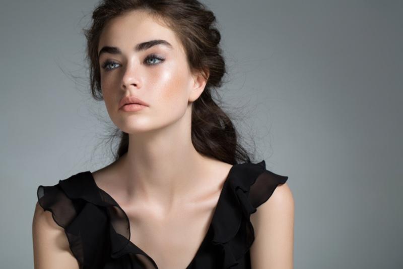 Model Black Top Brunette