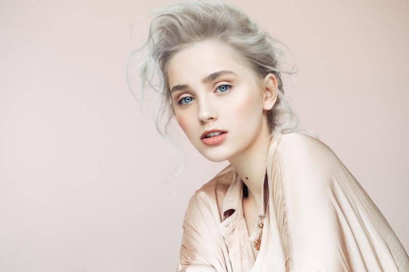 Model Grey Hair