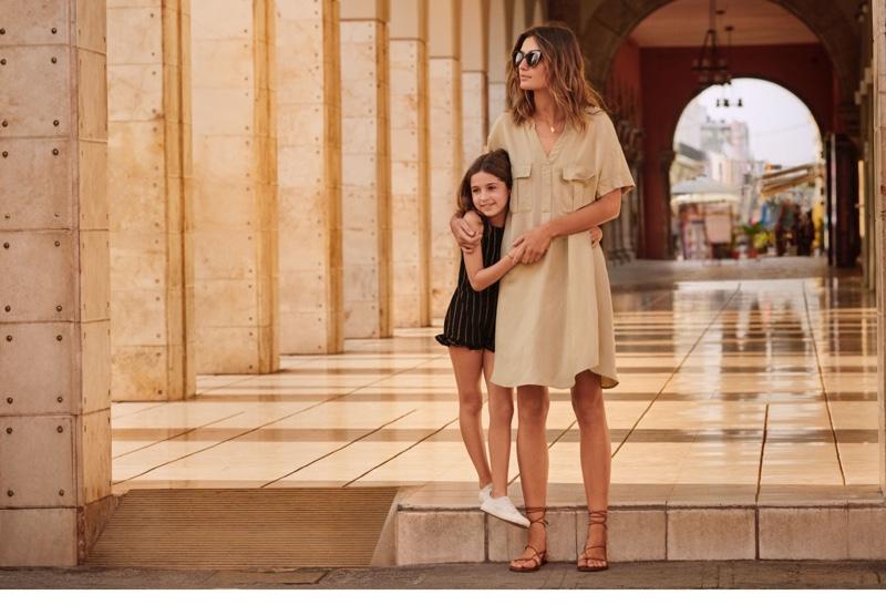 Andreea Diaconu poses in H&M linen blend dress