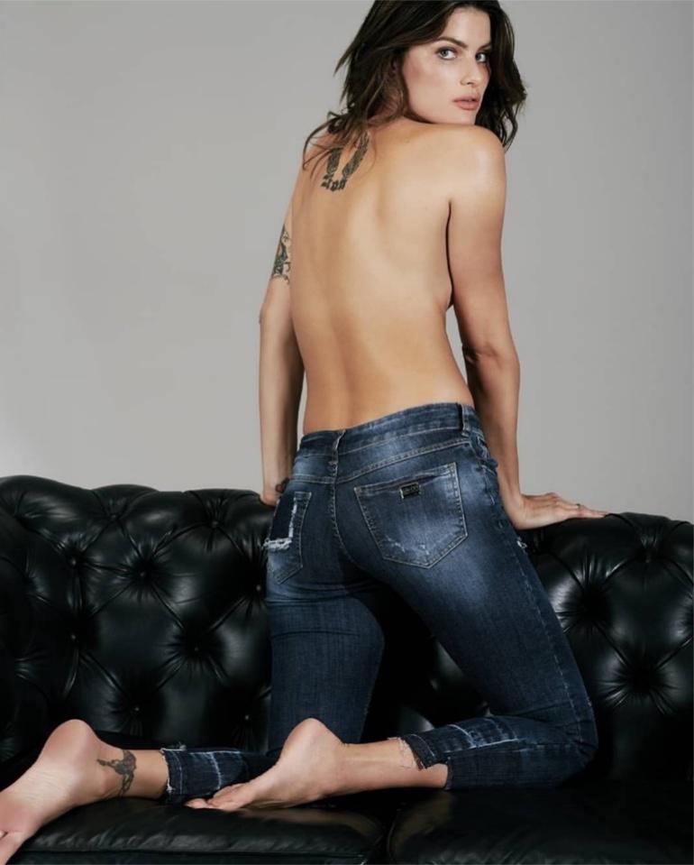 Posing topless, Isabeli Fontana fronts Colcci Denim fall-winter 2019 campaign