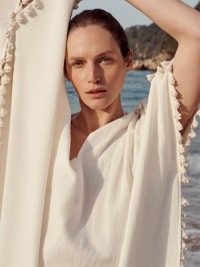 Vivien Solari poses in fringed kaftan from Mango Committed