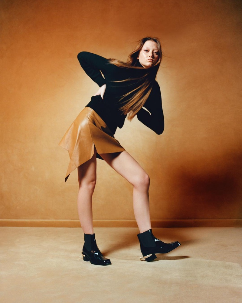 Striking a pose, Sara Grace Wallerstedt fronts Nodaleto campaign