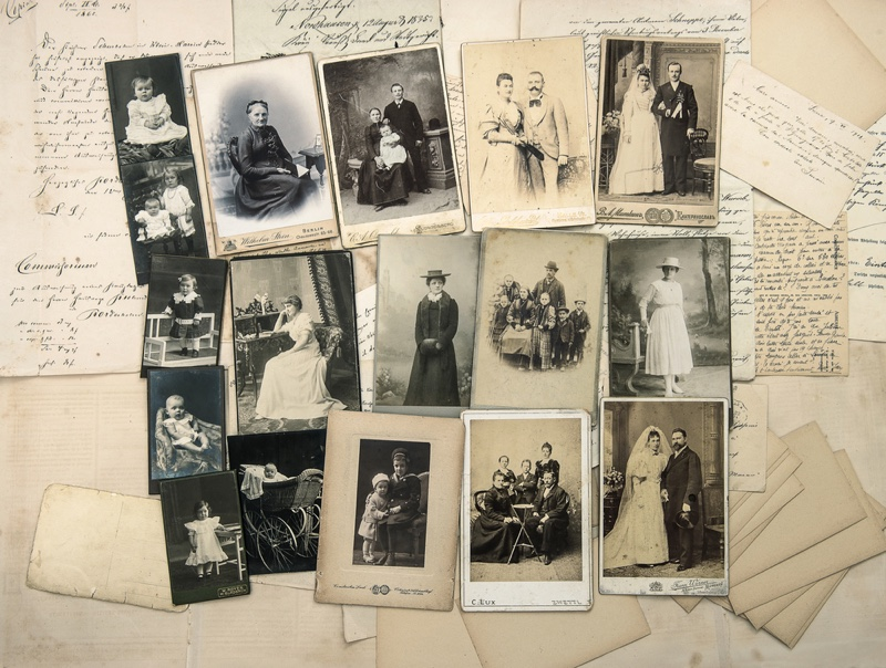 Vintage Family Photos Leather Old 1900s