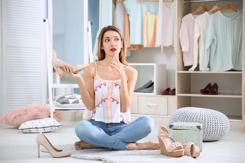 Model Closet Shoes Thinking