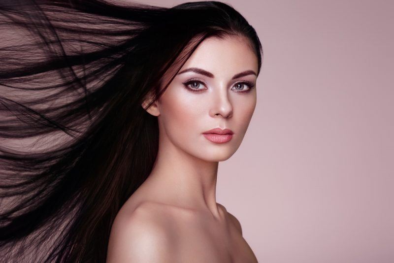 Model with Glam Thin Hair