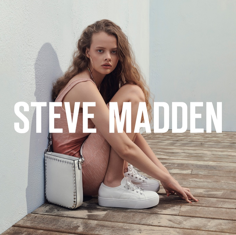 An image from the Steve Madden summer 2019 advertising campaign