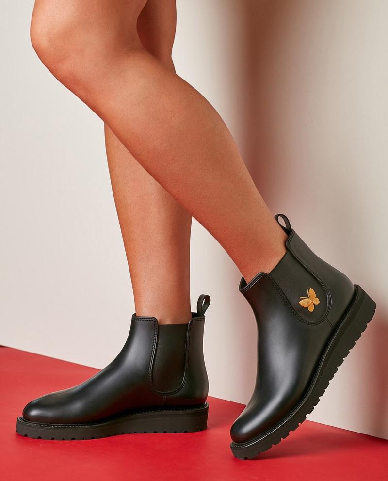Woman Black Chelsea Boots Gold Detail