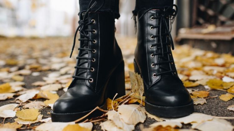 Woman Leather Hiking Lace-Up Boots