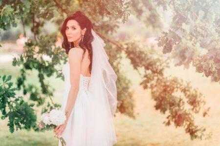 Brunette Wedding Dress Veil Outdoors Pretty Photo