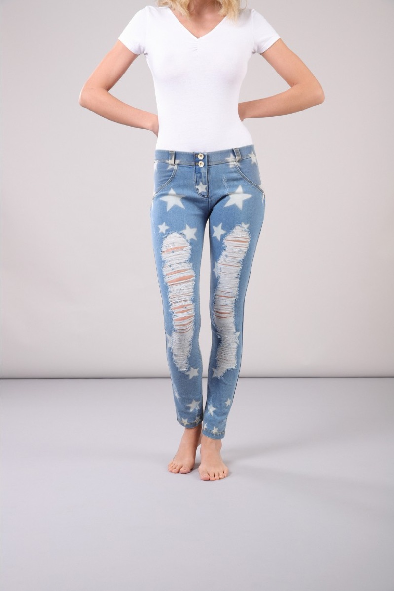 Pull Off Comfort & Style with Denim Jeggings