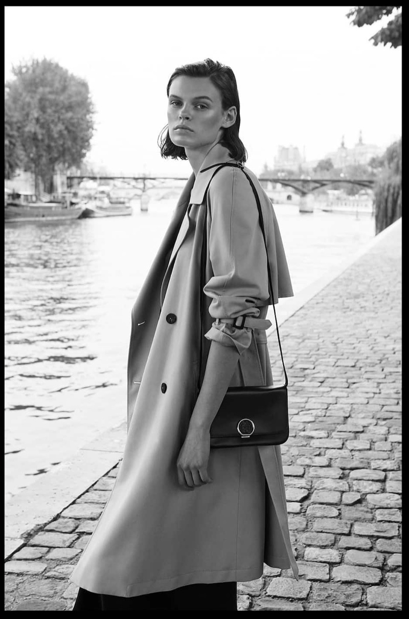 Cara Taylor poses in Massimo Dutti trench coat and nappa crossbody bag