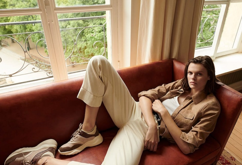 Cara Taylor lounges in Massimo Dutti's pre-fall 2019 styles
