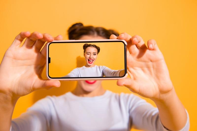 Model Selfie Phone Red Lip