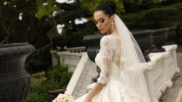 Model Wedding Dress Lace Veil Brunette