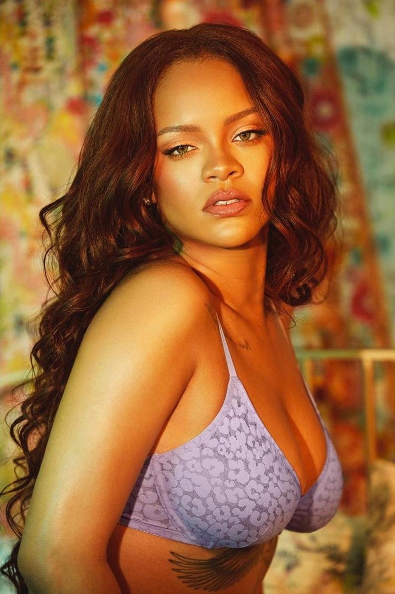 Designer Rihanna wears Savage x Fenty unlined leopard lace bra
