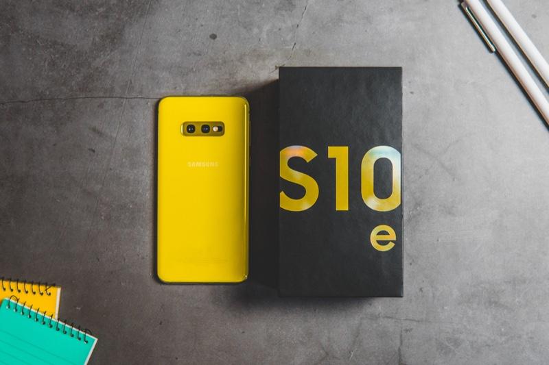 Samsung Galaxy 10 Phone