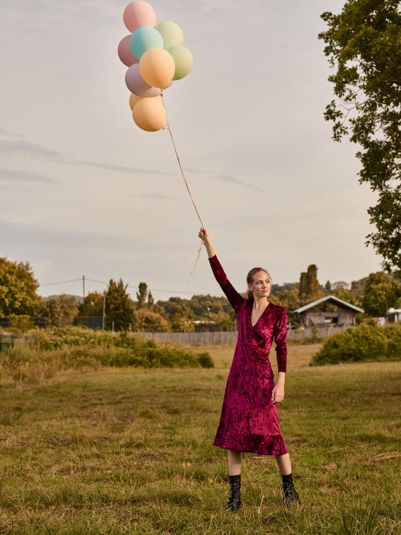 Adrienne Juliger poses with balloons for Beymen fall-winter 2019 campaign