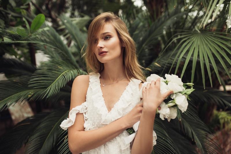 Bridal Beauty Model Bouquet Flowers Dress
