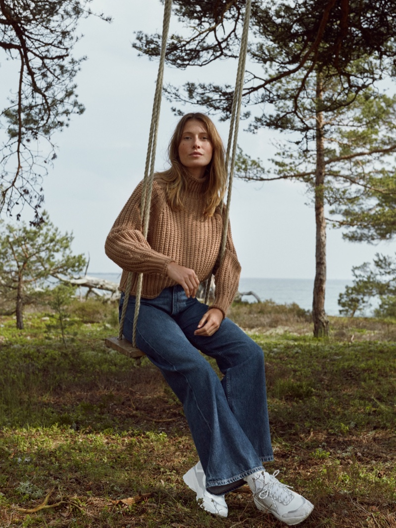Model Sophie Strobele poses in H&M Conscious fall 2019 denim collection