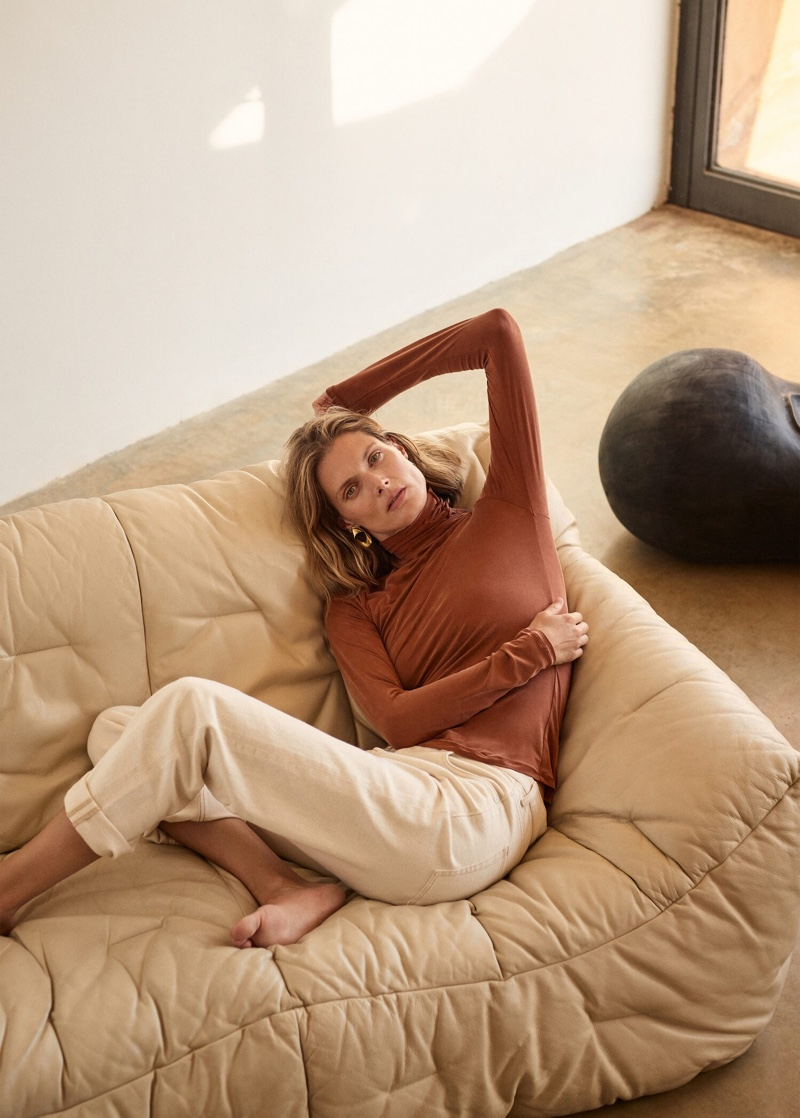 Malgosia Bela chills in Mango Selected fall-winter 2019 collection