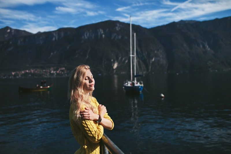 Model Boat Lake Como Yellow Sweater